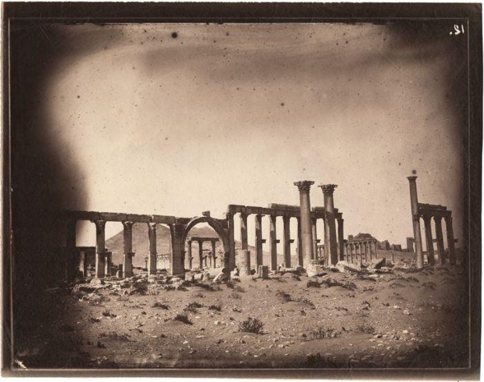 Louis Vignes, Gran Columnata, Palmira, Siria (1864), impresión de Charles Nègre (albúmina)
