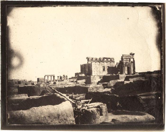 Louis Vignes, Templo de Bel, Palmira, Siria, (1864), impresión de Charles Nègre (albúmina)