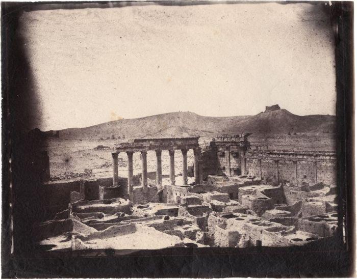 Louis Vignes, COmplejo del Templo de Bel, Palmira, Siria (1864), impresión de Charles Nègre (albúmina)