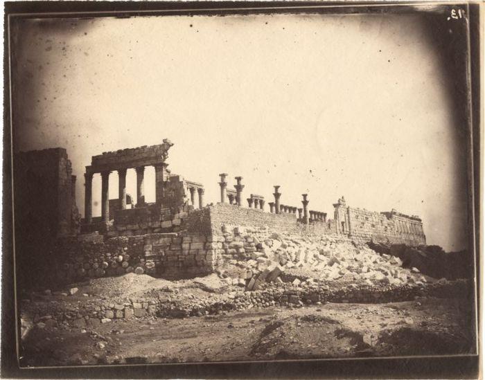Louis Vignes, Complejo del Templo de Bel, Pamira, Siria, (1864) Impesión Charles Nègre (albúmina)